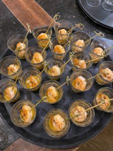 Gegrilde garnaal in frisse mango-chilisaus